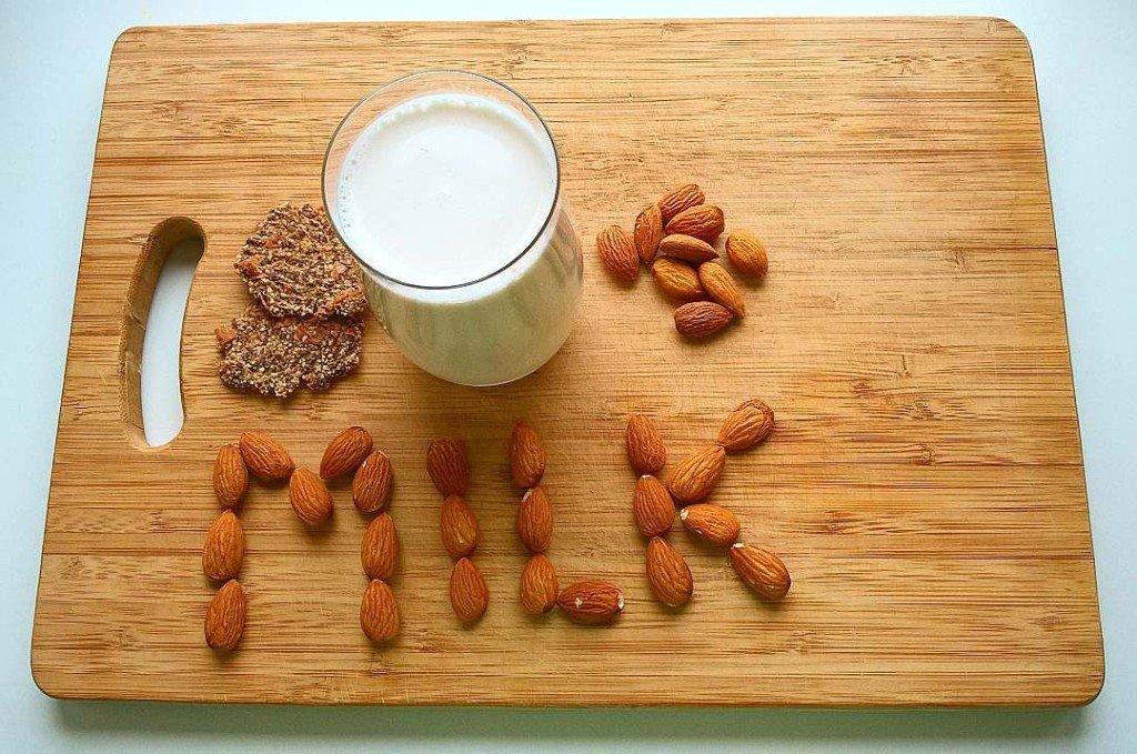 миндальное молоко, сыроедение