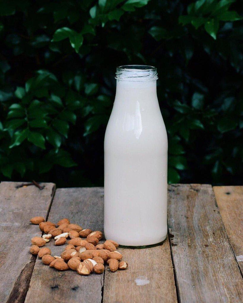 растительное молоко, ореховое молоко, молочко,